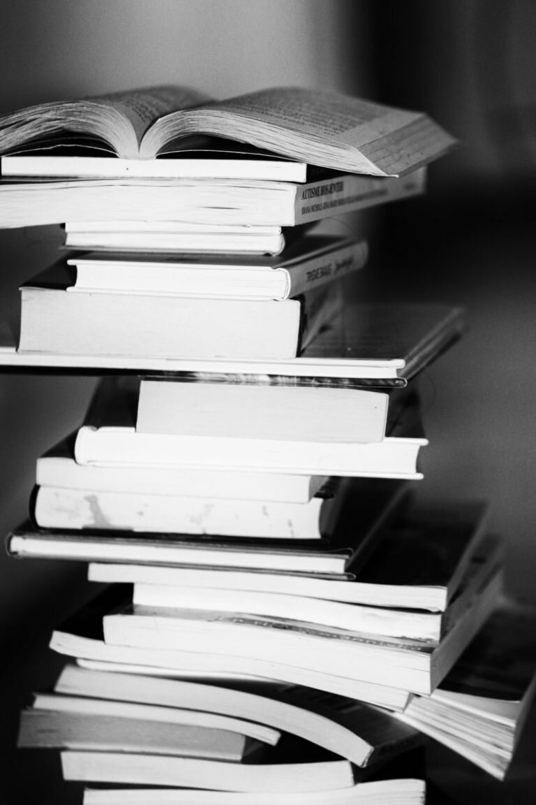 6 REASONS WHY SHOULD WE READ BOOKS